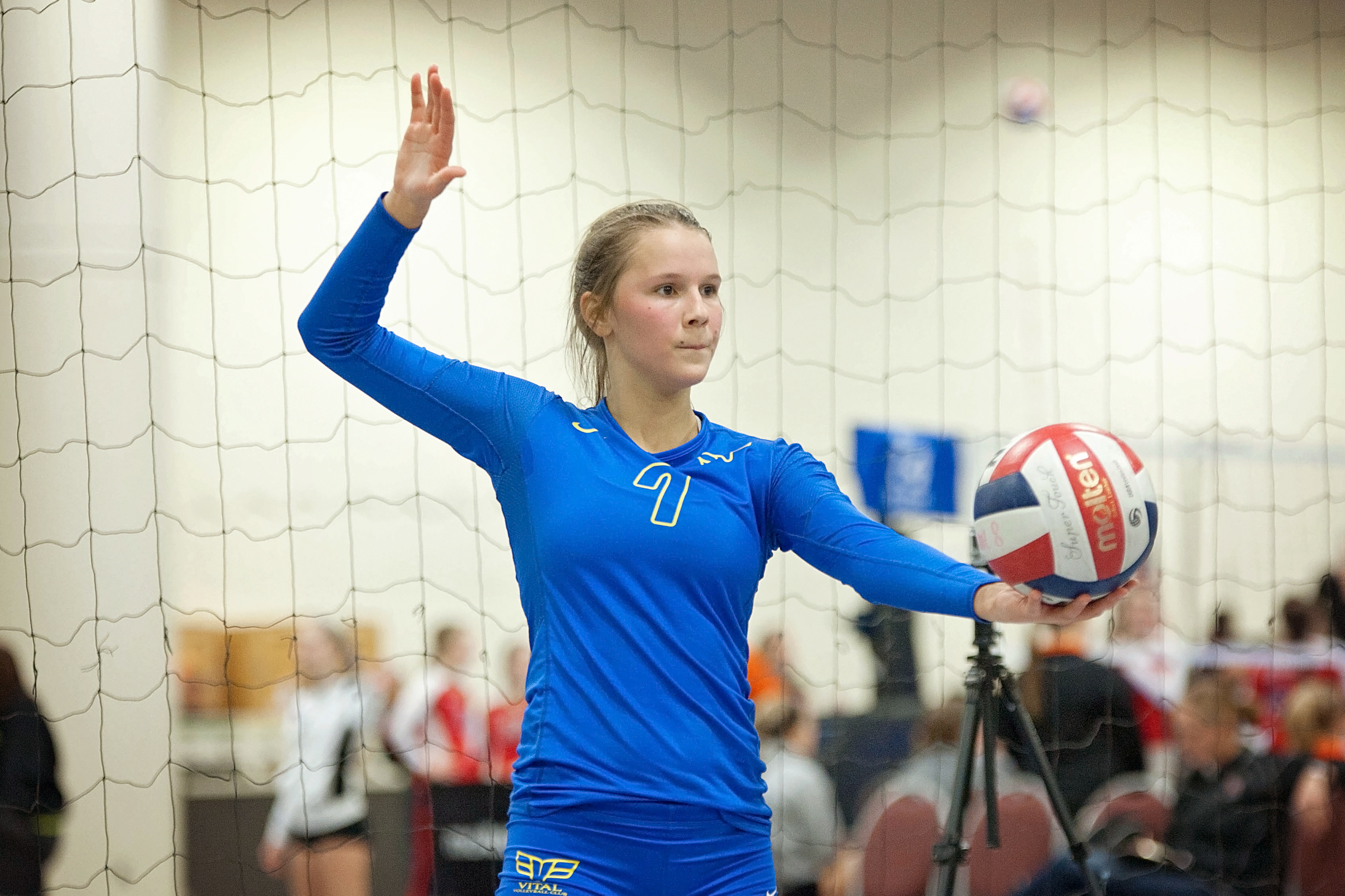 Vitall Volleybal - Brynn serving